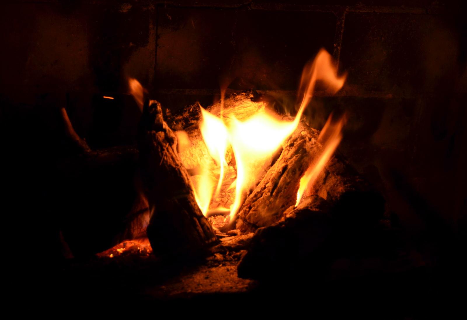【賃貸経営・不動産管理】所有の不動産がもらい火の被害を受けた時は?